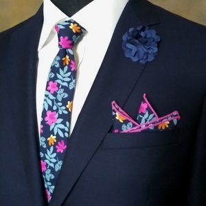NEW! Tie w/Matching Pocket Square & Lapel Pin